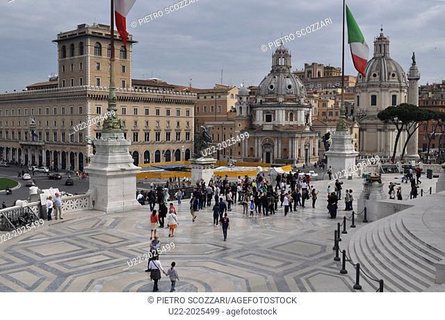 Roma, Italy, tourists in Piazza Venezia, by the Altare della Patria