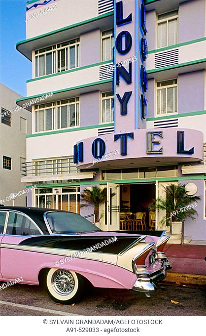 Colony Hotel. The Art Deco District around Ocean Drive and Washington Ave. Miami Beach. Florida. USA