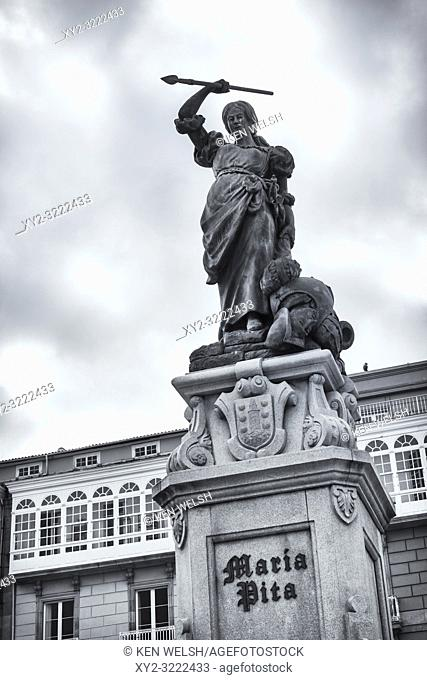 La Coruña, La Coruña Province, Galicia, Spain. Praza de Maria Pita, or Maria Pita Square. Statue of Galician heroine Maria Pita who, in 1589