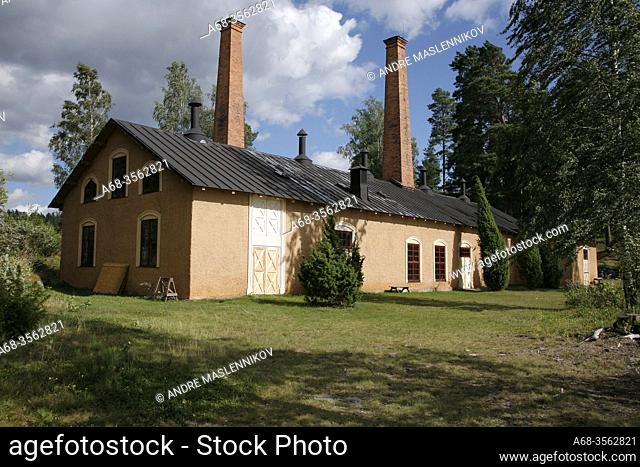 The world's oldest preserved oil factory is located on Oljeön, 1876-1927. A small island in Lake Åmäningen outside Ängelsberg. Sweden