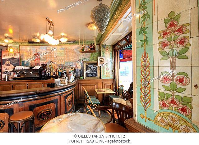 France, ile de france, paris, 18e arrondissement, 12 rue lepic, lux bar, bistrot, cafe, troquet, moulin rouge, Date : 2011-2012 Photo Gilles Targat