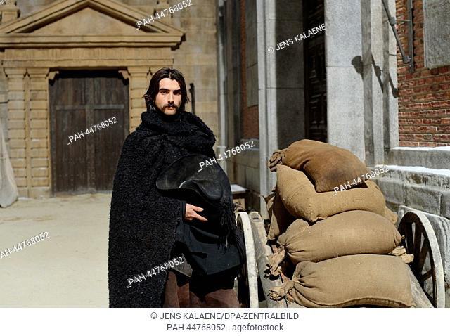 (dpa-EXCLUSIVE) Spanish actor Aitor Luna as Diego Alatriste poses at the set of TV series 'Alatriste' in Budapest, Hungary, 11 December 2013
