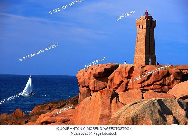 Ploumanach, Ploumanac'h, Mean Ruz Lighthouse, Phare de Mean Ruz, Pink granite coast, Cote de Granit Rose, Cotes d'Armor, Côtes-d'Armor, Perros-Guirec Comune