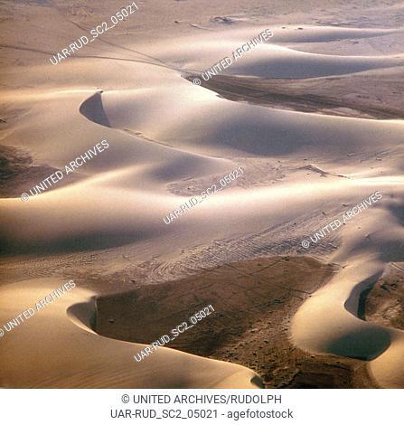 Sanddünen auf der Kanarischen Insel Lanzarote, Spanien. Sand dunes at the Canary Island of Lanzarote, Spain