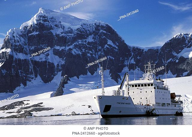 Russian research vessel before the coast of Anvers Island  Graham Land  Neumayer Channel  Antarctic penninsula