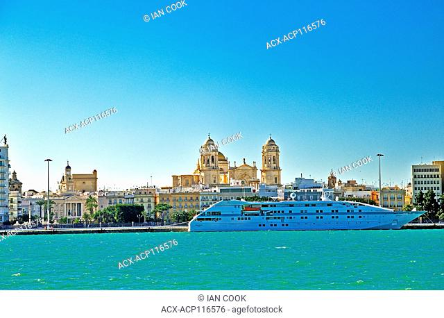 Cadiz Cathedral, Catedral de Santa Cruz de Cádiz, viewed from harbour, Cadiz, Andalusia, Spain