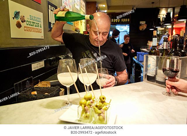 Waiter serving wine, txakoli, Old Town, Donostia, San Sebastian, Gipuzkoa, Basque Country, Spain, Europe