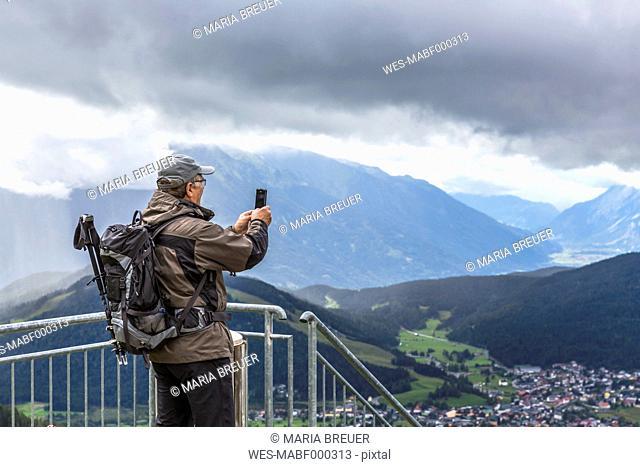 Austria, Seefeld in Tirol, Schlossberg, man taking picture