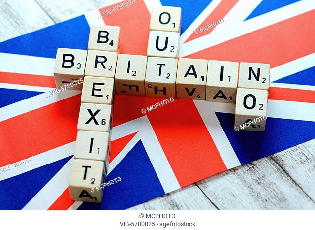 Germany, HAMBURG, 30.06.2016, Buchstabenwürfel formen die Begriffe Britain, Brexit, Out und No auf Fahne von Großbritannien, Symbolfoto Brexit - Hamburg