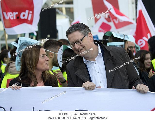 """28 September 2018, Hessen, Frankfurt-Main: Janine Wissler (Die Linke), leader of the parliamentary group """"""""die Linke"""""""" in the Hessian state parliament"""