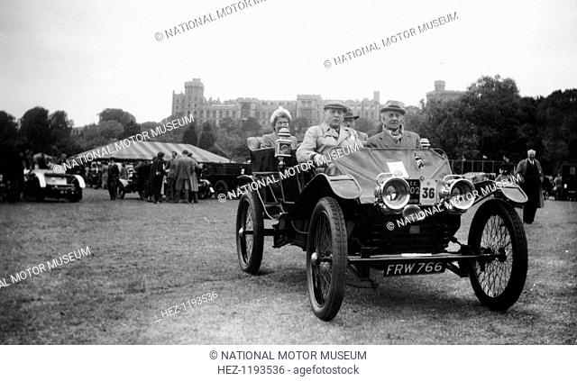 A 1902 Lanchester in the VCC (Veteran Car Club) Coronation Rally, Windsor, Berkshire, 1953