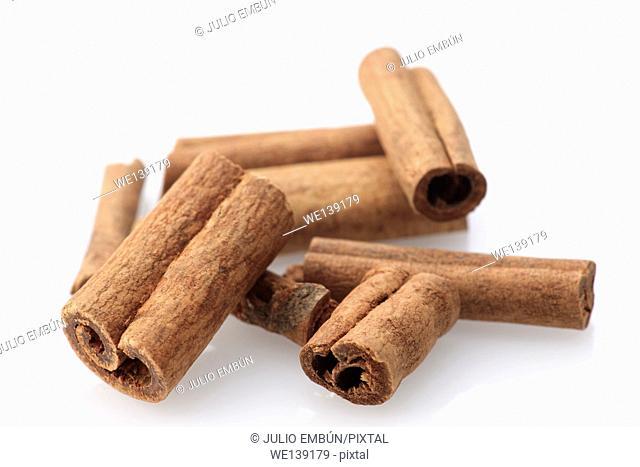 pens cinnamon sticks on white background