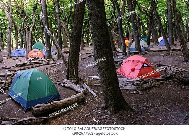 tiendas de campaña , campamento Poincenot,, parque nacional Los Glaciares, republica Argentina,Patagonia, cono sur, South America