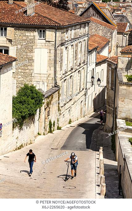 Two boys walking up the steep hill of Rue des Jacobins in Saintes