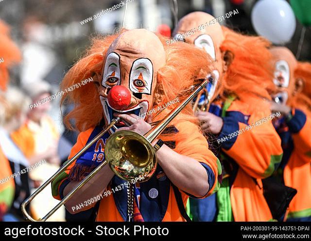 01 March 2020, Baden-Wuerttemberg, Weil am Rhein: Musicians of the Guggemusik Notehobler from Weil am Rhein walk in Waggis disguise during the parade of the...