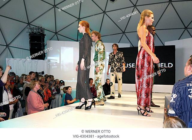 D-Krefeld, Rhine, Lower Rhine, Rhineland, North Rhine-Westphalia, NRW, Fashionworld 2012, street fashionshow, catwalk, showing of the autumn and winter...