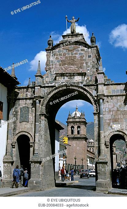 Arco Santa Clara and Iglesia de Santa Clara, Calle Santa Clara