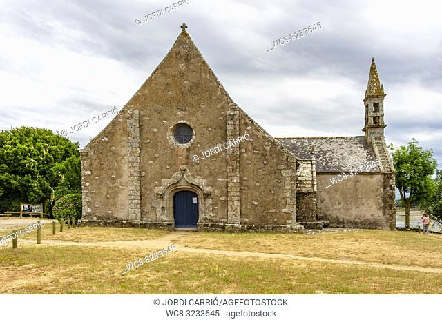 ÎLE DU SAINT-CADO, BRITTANY, FRANCE: Beautiful church dedicated to the Calvary of Saint-Cado