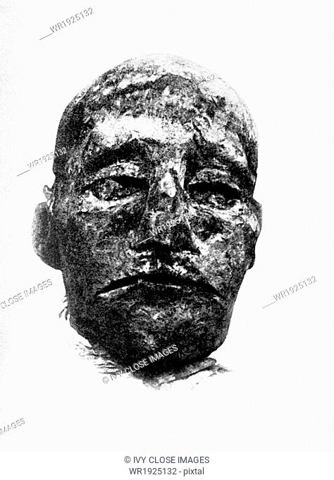 The mummy head pictured in this photograph dating to 1907 is of Ramesses (also spelled Rameses and Ramses) III of the 20th Dynasty