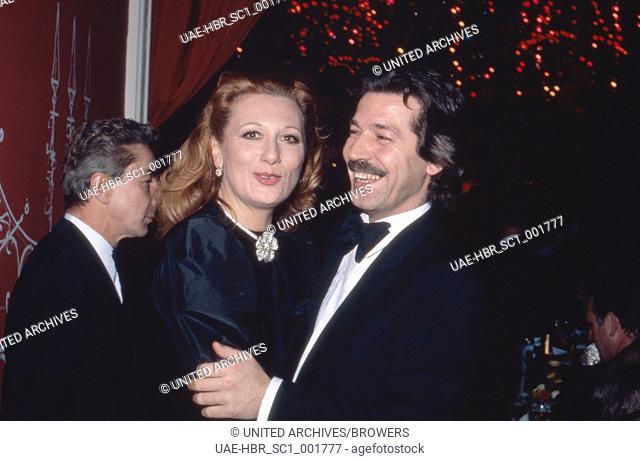 Die österreichische Balletttänzerin und Chansonsängerin Margot Werner mit Ehemann Kaufmann Jochen Litt, Deutschland 1980er Jahre