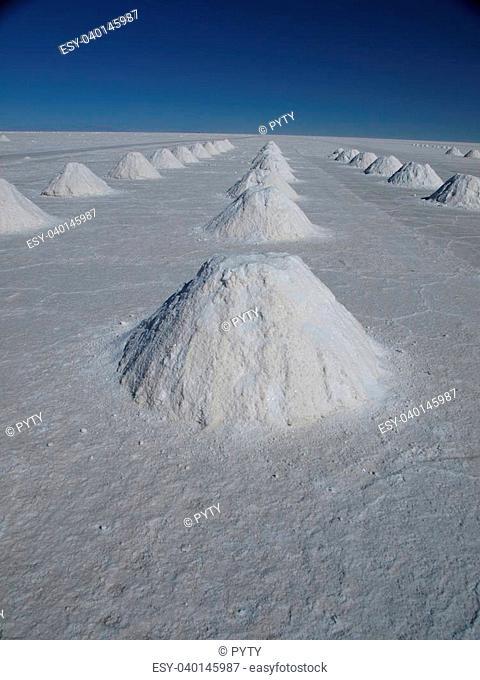 Salar de Uyuni - the largest salt plain in the world (Bolivia)