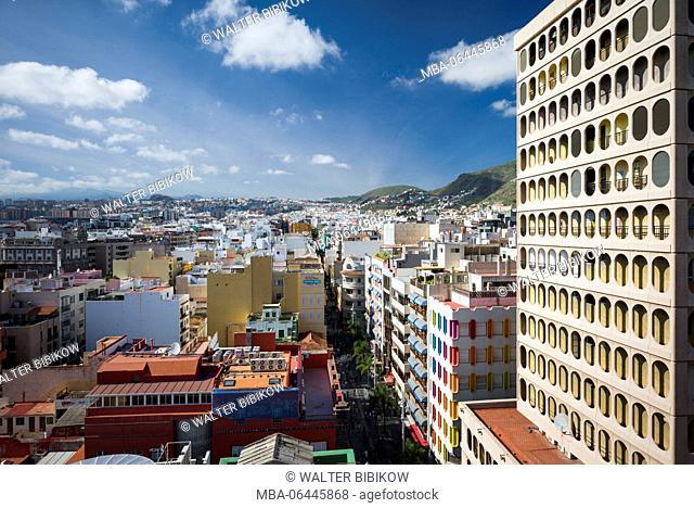 Spain, Canary Islands, Tenerife, Santa Cruz de Tenerife, buildings along Calle Castillo