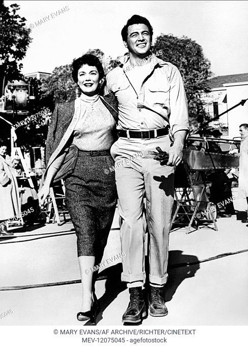 Jane Wyman & Rock Hudson Characters: Cary Scott, Ron Kirby Film: All That Heaven Allows (1955) Director: Douglas Sirk 01 December 1955 Was der Himmel erlaubt...