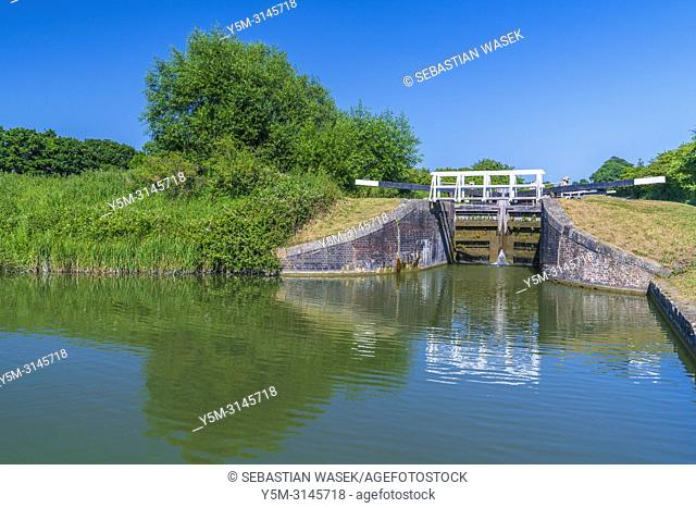 Caen Hill Locks a flight of locks on the Kennet and Avon Canal, between Rowde and Devizes, Wiltshire, England, United Kingdom, Europe