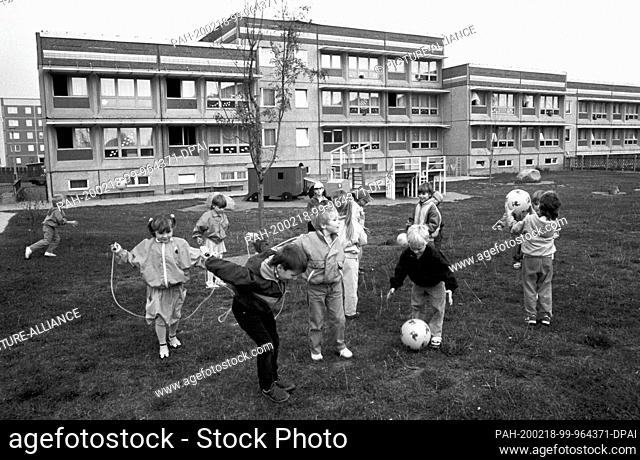 15 March 1989, Saxony, Torgau: Children play in front of the typical GDR-new-build kindergarten - often a combination of day care centre (kindergarten) and...