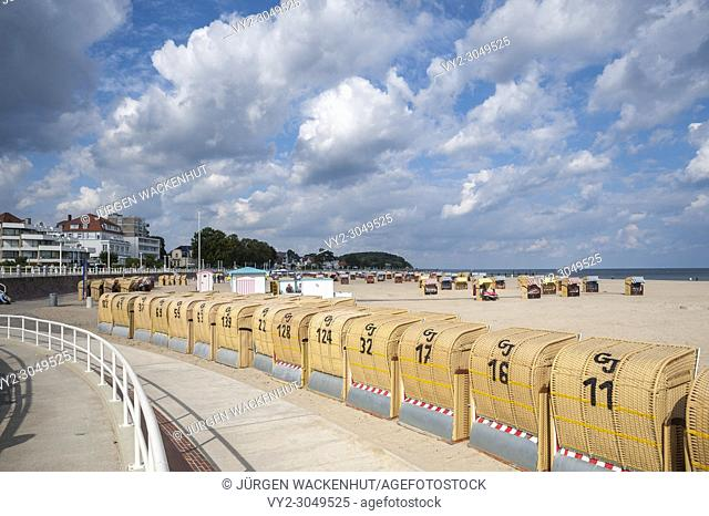 Beach with roofed wicker beach chairs, Travemuende, Baltic Sea, Schleswig-Holstein, Germany, Europe