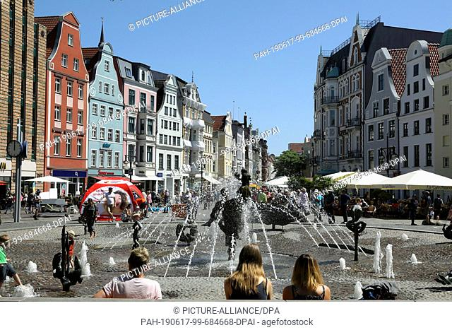 14 June 2019, Mecklenburg-Western Pomerania, Rostock: The university square with the fountain of joie de vivre, part of the boulevard Kröpeliner Straße