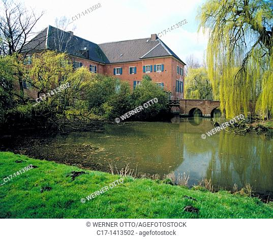 Germany, Gelsenkirchen, Ruhr area, Westphalia, North Rhine-Westphalia, NRW, Gelsenkirchen-Hassel, manor house Luettinghof, moated castle, baroque, castle bridge