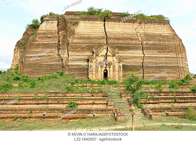 The Mingun temple is a monumental uncompleted stupa began by King Bodawpaya in 1790  It was not completed, due to an astrologer claiming that