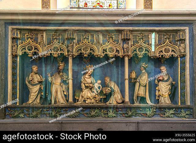 Retabel des Hochaltars im Innenraum der Stiftskirche St. Castor in Karden, Treis-Karden, Rheinland-Pfalz, Deutschland   high altar retable