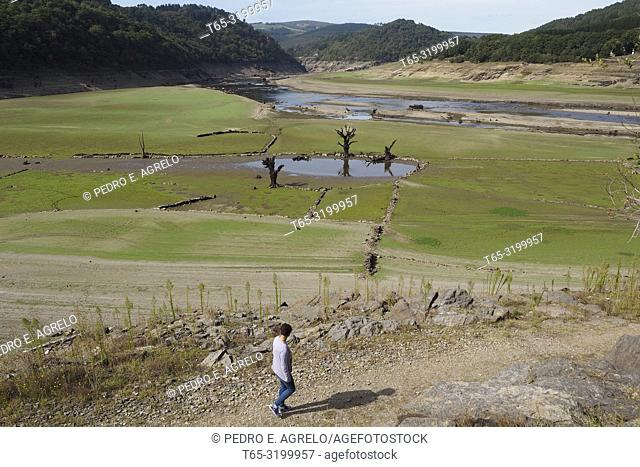 Portomarin, Lugo.- Sequia.- The lack of rain has exposed the old town of Portomarín, in Lugo. The low bed of the Rio Miño reveals the ruins of the old town