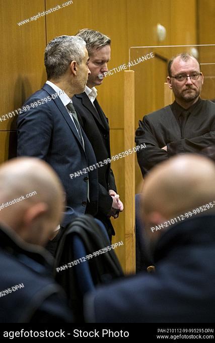 12 January 2021, Hessen, Frankfurt/Main: Main defendant Stephan Ernst (back, M) stands between his lawyers Mustafa Kaplan (back, l) and Jörg Hardies (back