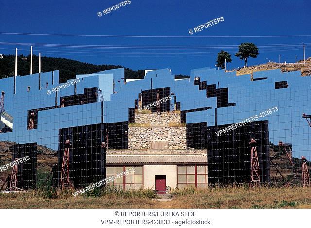 Solar energy Pyrenees France Font-Romeu CELLS - NEW TECHNOLOGIES - ECOLOGY - ENVIRONMENT - SUN - ARCHITECTURE - ALTERNATIVE ENERGY - DWELLING SCHOONJANS ©...