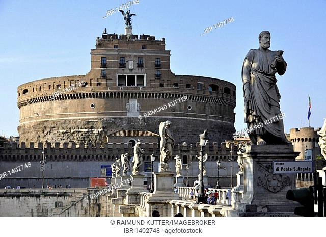 Statue of the apostle Peter on the Ponte Sant'Angelo, Bridge of Angels, Castel Sant'Angelo, Castle of Angels, Rome, Lazio, Italy, Europe