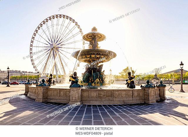 France, Paris, Place de la Concorde, fountain and Roue de Paris, big wheel