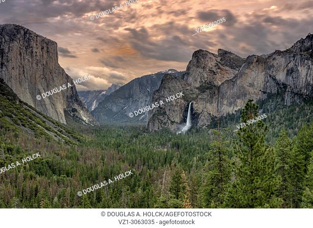 Tunnel View of spring thunder clouds over Yosemite Valley, Yosemite NP, USA