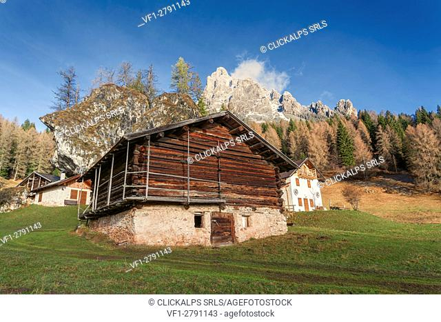 Europe, Italy, Trentino, Primiero. Typical alpine huts in Fosne with mount Cimerlo in the background, Dolomites