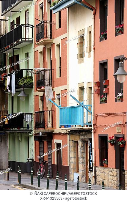 Fachadas con colorido en el casco viejo, Zarauz Zarautz, Guipuzcoa Gipuzkoa Basque Country Euskadi, Spain España