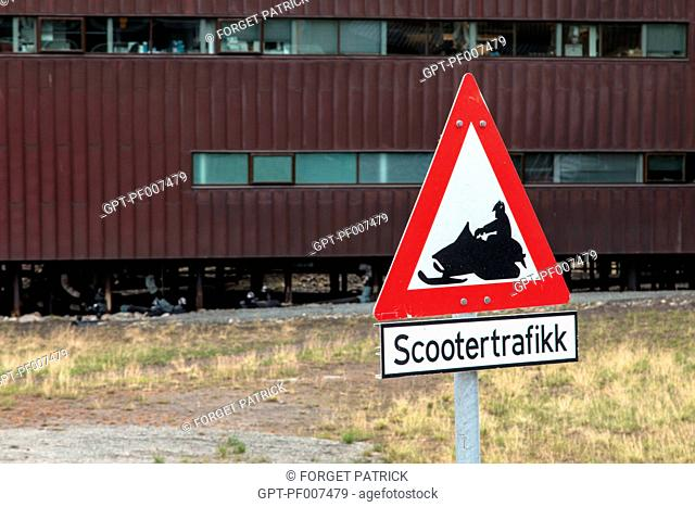 SIGN ALERTING PEOPLE TO THE PRESENCE OF SNOWMOBILES, CITY OF LONGYEARBYEN, THE NORTHERNMOST CITY ON EARTH, SPITZBERG, SVALBARD, ARCTIC OCEAN, NORWAY