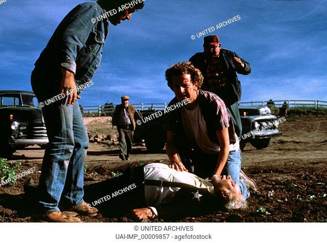 Milagro - Der Krieg im Bohnenfeld, (THE MILAGRO BEANFIELD WAR) USA 1988, Regie: Robert Redford, DANIEL STERN, CARLOS RIQUELME (am Boden)