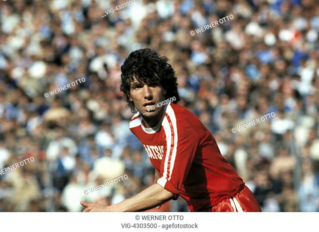 football, Bundesliga, 1981/1982, Wedau Stadium, MSV Duisburg versus Borussia Moenchengladbach 0:1, scene of the match, Frank Schaeffer (MG) - Duisburg