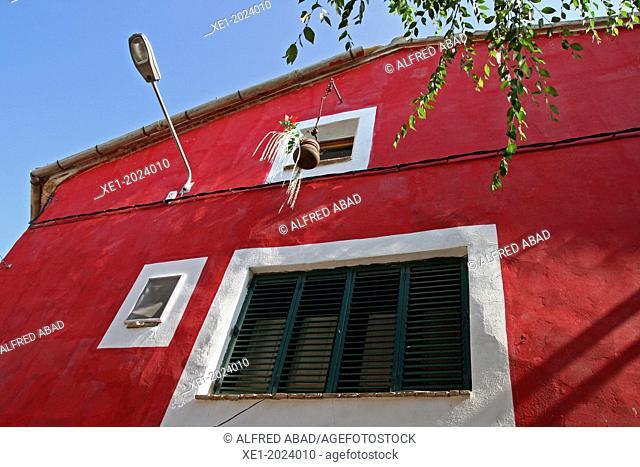 Red wall, housing, La Fuliola, Urgell, Catalonia, Spain